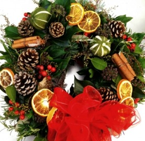CHRISTMAS WREATHS Luxury Red Natural Door Wreath