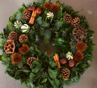 CHRISTMAS WREATHS Elegant Green Natural Door Wreath