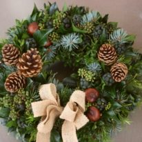 CHRISTMAS WREATHS Traditional Natural Door Wreath