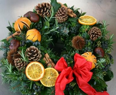 CHRISTMAS WREATHS Luxury Red Natural Door Wreath